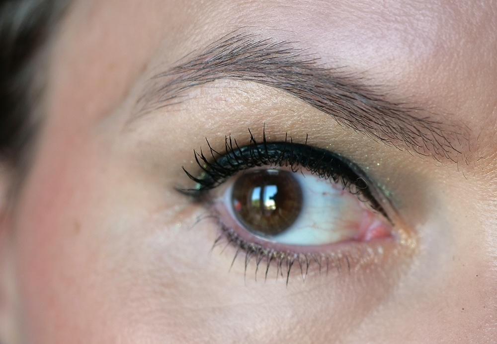 crayon pour les sourcils mac cosmetics swatch taupe